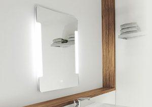 Oglinda baie hotel sau pensiune cu LED si touch-screen